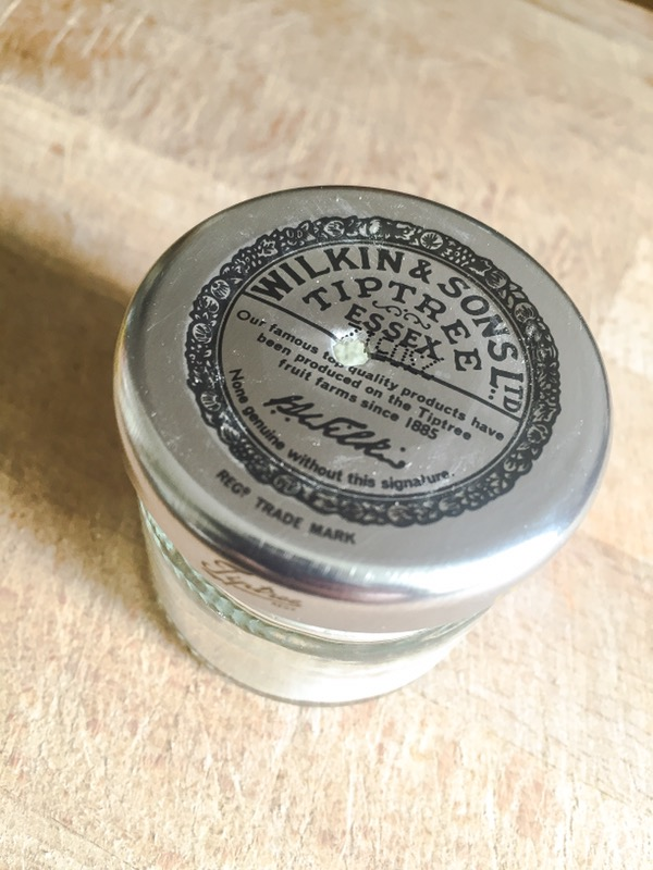 natural-body-powder-container