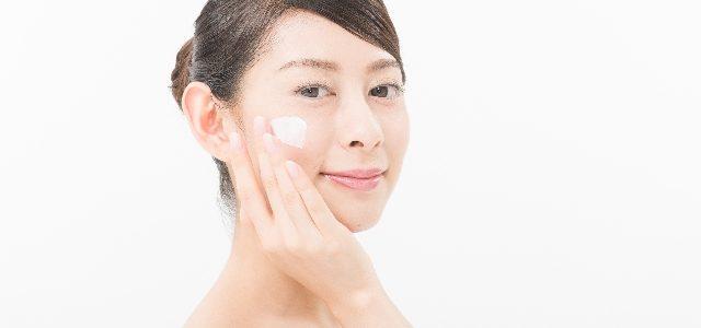 クレンジングミルクをスクラブ洗顔料に変身させてみよう。クレイの応用