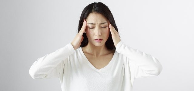 Relieving headaches with aromatherapy | Essential oils for tension headaches